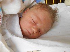 Emma Šachová se narodila 16. dubna, vážila 3,96 kg a měřila 53 cm.  S maminkou Eliškou a tatínkem Janem bude bydlet v Městci Králové.