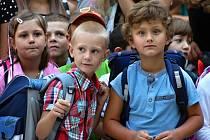 První školní den na Základní škole Kosmonosy provázela mezi prvňáčky radost i nervozita.