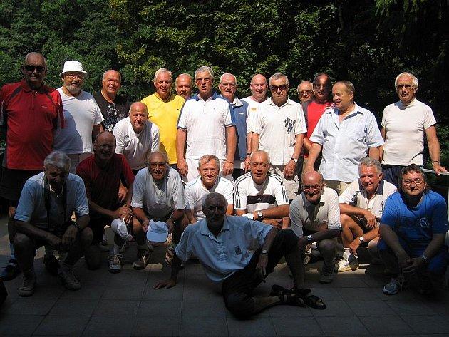 Účastni přátelského tenisového střetnutí veteránů LTC Mladá Boleslav - TC Genberg