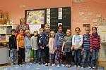 Prvňáci ze ZŠ Krnsko, třídní učitelka Květoslava Uramová