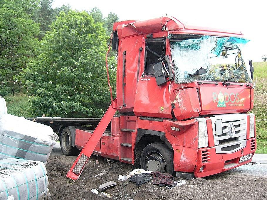 Kamion havaroval u Rokyté na Mladoboleslavsku.