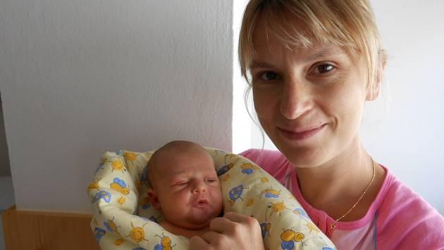 LUCINKA Valentová přišla na svět 20. července s mírami 3,46 kilogramů a 52 centimetrů. Maminka Hana a tatínek Aleš si ji odvezou domů do Bukovna, kde už se na ni těší sestřička Anička.