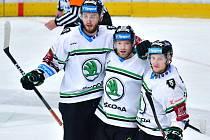 Hokejisté Mladé Boleslavi (v bílém) přehráli Olomouc jasně 3:0