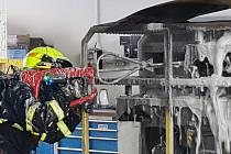 Požár baterií manipulátoru způsobil škodu za šest milionů.
