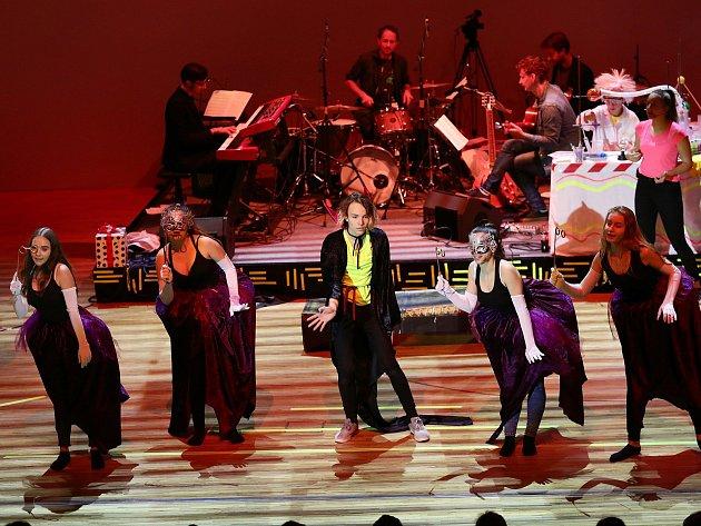 Unikátní festival Dětská nota vstoupil do 44.ročníku. Od pondělí do pátku v mladé Boleslavi prezentuje pěvecký sbor Paprsek soutěžní písně pro dětského diváka.