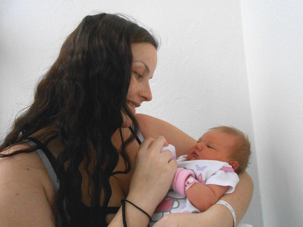 EMMA Špačková přišla na svět 28. listopadu, vážila rovné 3 kg a měřila 48 cm. Maminka Andrea a tatínek Jan si ji odvezou domů do Liberce.