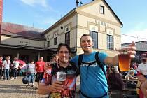 Účastníci Slavností piva Rohozec.