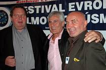 """""""Big Ben"""" Ottsfried Fischer, herec Gojko Mitic a ředitel festivalu Jan Kuděla na tiskové konferenci před zahájením festivalu."""