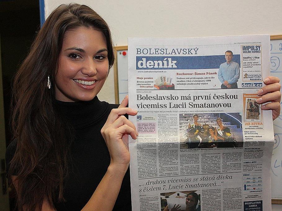 1. vicemiss Lucie Smatanová z Mladoboleslavska při on-line rozhovoru se čtenáři Boleslavského deníku v redakci.