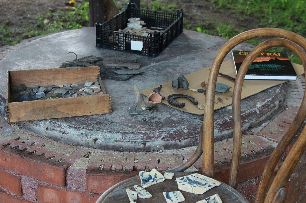Nálezy v Kněžmostě u Kverků na zahradě