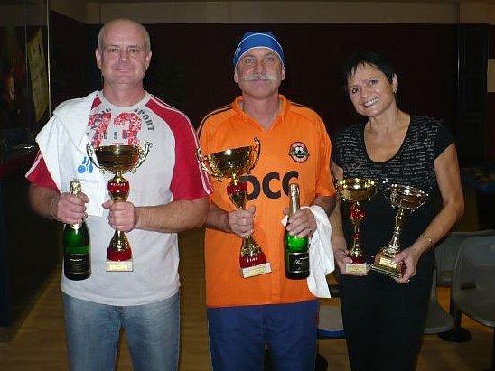 Trijice nejlepší ze seriálu bowlingových turnajů Odleva: Leoš Beluško, Pavlín Jirků, Dagmar Vaněčková.