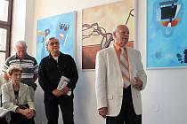 Výtvarník Zdeněk Gola zahájil v Městské galerii svou výstavu.