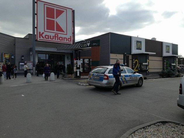 V Boleslavském Kauflandu byla nahlášena bomba.