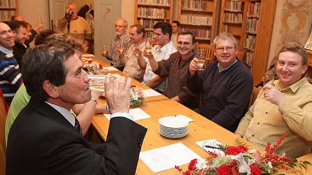 Ustavující zastupitelstvo 2010 v Dolním Bousově na Mladoboleslavsku.