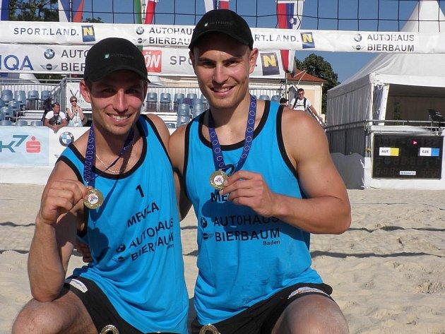 Jan Dumek s Martinem Tichým vyhráli Mistrovství střední Evropy v beachvolejbalu