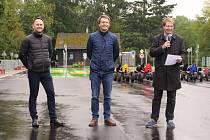 Ladislav Kučera (uprostřed) u příležitosti otevírání dopravního hřiště v Mnichově Hradišti