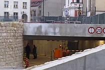 Podzemní parkovací dům v centru Boleslavi se otevřel veřejnosti.