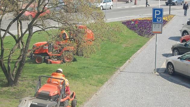 V Mladé Boleslavi se už začalo se sekáním trávy.
