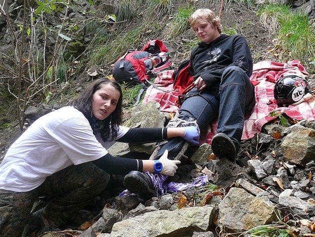 Zdravotníci ošetřovali zraněné i na skalách
