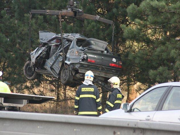 Vážná dopravní nehoda na silnici R10.