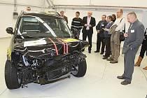 Jak se dělají crash testy se dozvěděli novináři v jedné z částí technologického centra.