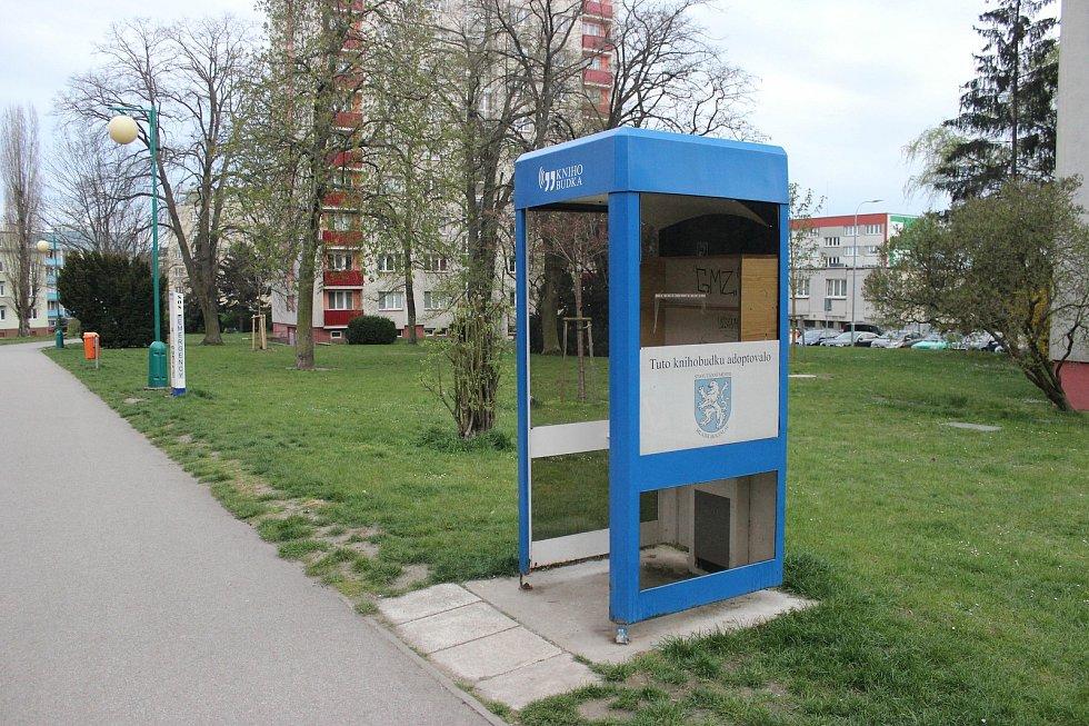 Knihobudka na sídlišti v Mladé Boleslavi.