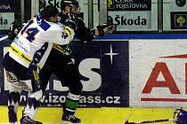 Přípravný hokej v Kladně se místy nehrál v rukavičkách.