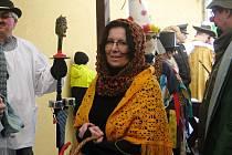 Také starostka Šárka Bencová se v únoru nechala strhnout masopustním veselím.