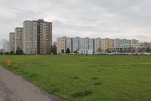 Pozemky vedle Fora jsou na prodej.