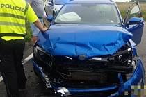 Vážná dopravní nehoda dvou osobních automobilů u obce Charvatce.