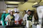 Soutěž kuchařů-číšníků na škole v Horkách