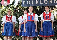 Folklorní festival v Bakově bavil návštěvníky i v parném počasí
