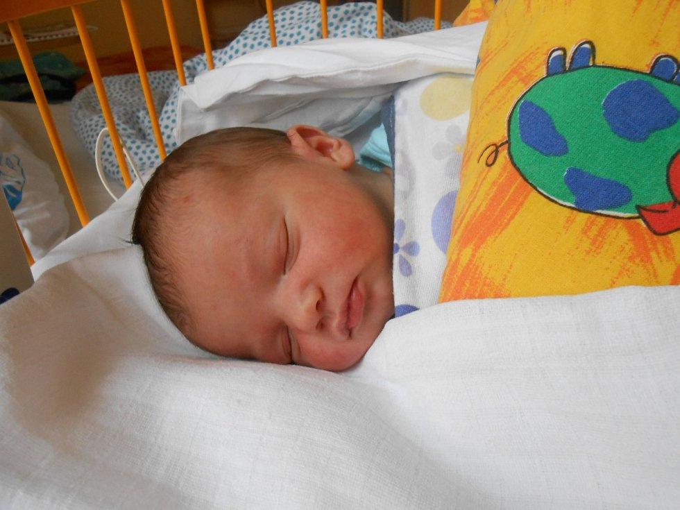 LUKÁŠEK Truksa se narodil 23. září s mírami 4,20 kilogramů a 53 centimetrů. S maminkou Šárkou a tatínkem Vítězslavem bude bydlet v Bojeticích.