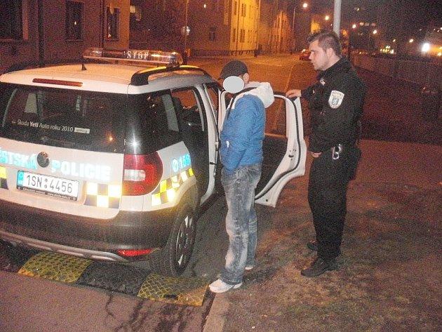 Mladíka zadržela MP