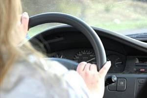 Žena za volantem. Ilustrační foto
