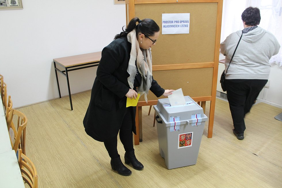 Prezidentské volby v obci Holé Vrchy.