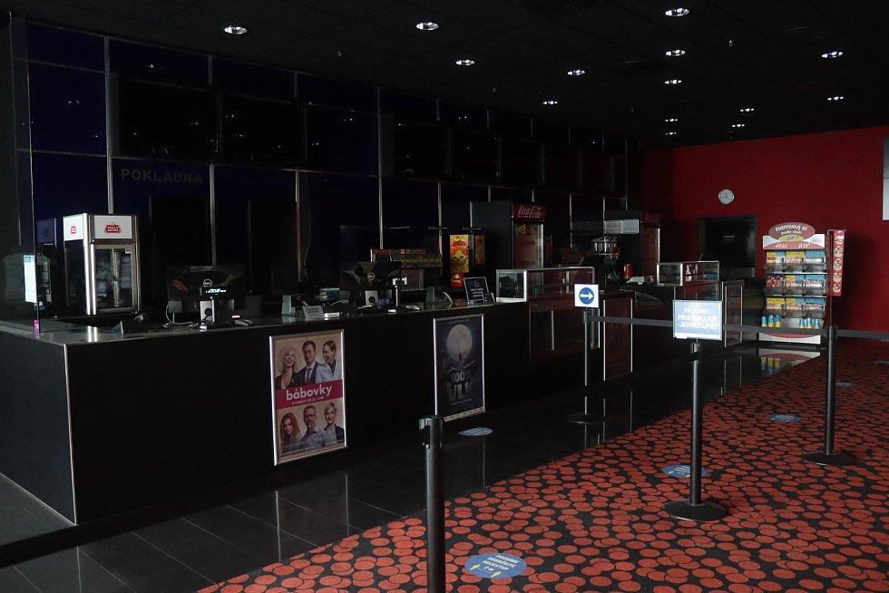 Kino Cinestar v obchodním centru Bondy