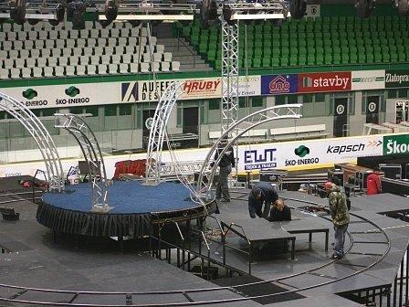 Přípravy na koncert Petra Koláře jsou v plném proudu.