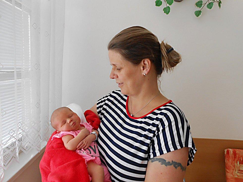 Sofia Staňková se narodila 18. června, vážila 3,25 kg a měřila 48 cm. Maminka Jana a tatínek Dominik si ji odvezou domů do Bělé pod Bezdězem, kde už se na ni těší bráška Jakub.