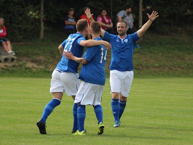 Fotbalisté Vykáně hrají doma dopoledne už sedm sezon. A podle výrazu hráčů, a také úspěchů, jim to sedí.