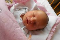 ANETKA Bednářová přišla na svět 25. října s váhou 2,96 kilogramů. S maminkou Klárou a tatínkem Liborem bude bydlet v Lysé nad Labem, kde už se na ni těší bráška Šimon.