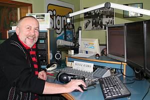 Luboš Dvořák, programový ředitel Signál rádia, si současnou situaci pochyvaluje. Posluchačů na Mladoboleslavsku neubylo a v dalších regionech jich přibývá.