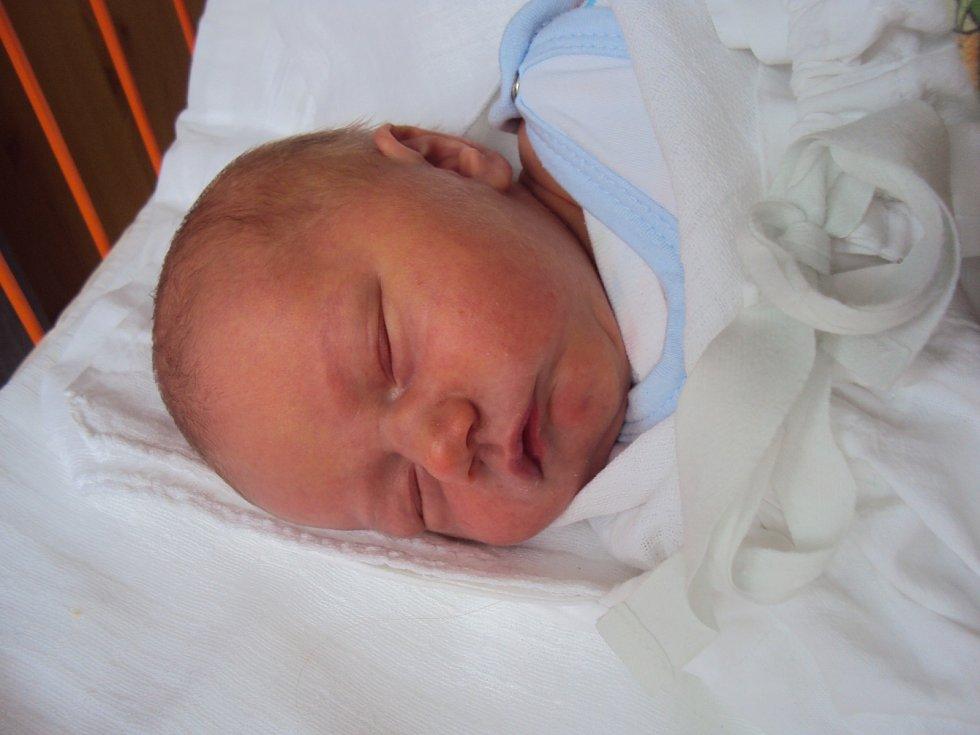 NATÁLIE Bobková přišla na svět 26. května a její míry byly 3,4 kilogramy a 52 centimetry. Doma bude v Mladé Boleslavi.