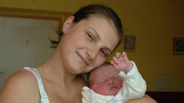 Daniela Hauzrová a Jan Grégr z Ouče jsou rodiči Johany Grégrové (51 cm, 3,9 kg) narozené 19. května.