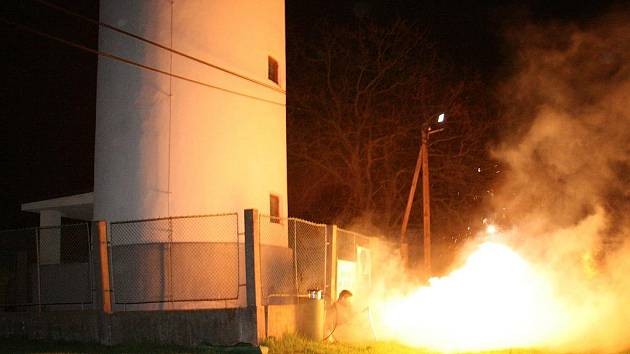 Odpálení pomyslné rakety Vostok, kterou představoval bílohlínský věžový vodojem.