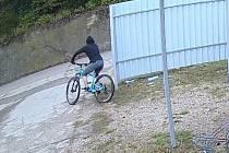 Odcizení jízdního kola v areálu výrobního podniku v obci Hlavenec.