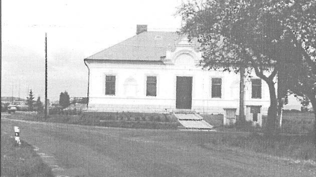 Archivní pohled na ptýrovský obecní úřad.
