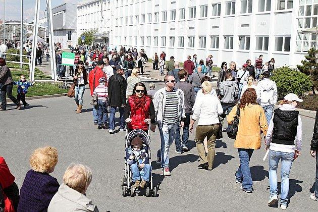 Tisíce lidí vyrazily na Den otevřených dveří do Škoda Auto.
