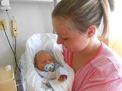ŠTĚPÁN Nezbeda se narodil 22. května mamince Petře a tatínkovi Martinovi z Dobrovice. V době porodu byla známa pouze váha 3,3 kg.