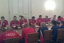 Volejbalové reprezentace ČR a Austrálie byly hosty před utkáním starosty Benátek Jaroslava Krále na benáteckém zámku